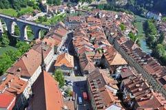 瑞士镇的屋顶和高架桥 库存照片