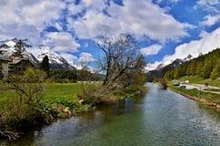 瑞士阿尔卑斯河旅馆 库存图片