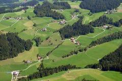 瑞士阿尔卑斯的山麓小丘 免版税库存图片