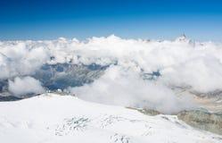 瑞士阿尔卑斯的高山峰顶 库存图片