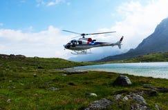 瑞士阿尔卑斯:在Furtschella的空气Engadin直升机着陆 免版税库存照片