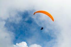 瑞士阿尔卑斯滑翔伞 免版税库存照片