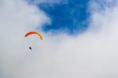 瑞士阿尔卑斯滑翔伞 库存图片