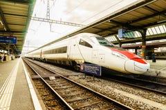 瑞士高速火车- HDR 免版税库存照片