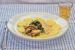 瑞士鱼在白葡萄酒调味汁滚动 库存图片