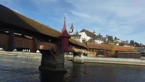 瑞士, 08 12 2016年:中世纪市的地平线卢赛恩有著名Ponte dei Mulini, Spreuerbrà ¼ cke, co的看法 影视素材