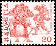 瑞士-大约1977年:在瑞士头脑打印的邮票显示与题字的地方民间风俗 免版税库存照片