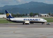 瑞安航空公司在贝加莫737-8AS停放的波音奥廖阿尔塞廖 库存图片
