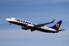 瑞安航空公司波音737-800 免版税库存图片