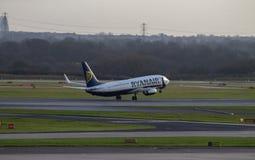 瑞安航空公司波音737 免版税图库摄影
