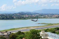 瑞安航空公司航空公司航空器离开在克基拉岛扬尼斯・卡波迪斯特里亚斯国际机场的 免版税图库摄影