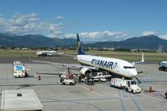 瑞安航空公司航空器波音737-800 库存照片