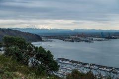 瑞尼尔山和小游艇船坞 库存照片