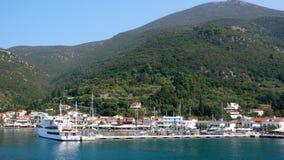 瑟米, Kefalonia,爱奥尼亚人海岛镇惊人的看法  免版税库存图片