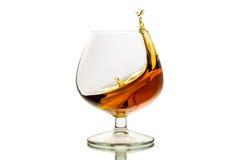 玻璃与飞溅白兰地酒 免版税库存图片