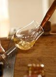 玻璃倒的威士忌酒 免版税库存照片