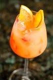 玻璃充满桔黄色鸡尾酒 库存照片