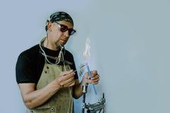 玻璃吹的车间 燃烧器 氖灯的生产 图库摄影