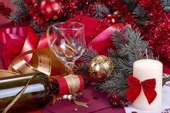 玻璃和一个瓶酒 免版税库存图片