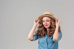玻璃和帽子的女孩 免版税库存照片