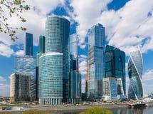玻璃和混凝土城市 免版税库存图片