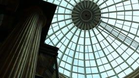 玻璃圆顶屋顶和电梯 股票录像