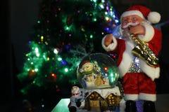 玻璃地球和圣诞老人 库存图片
