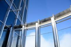 玻璃墙和钢制框架 库存图片