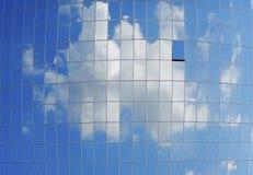 玻璃墙组成由许多窗口 图库摄影