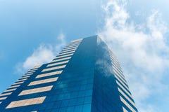 玻璃大厦和云彩 免版税库存照片