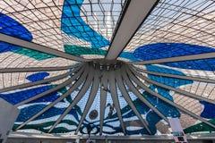 玻璃天花板巴西利亚大教堂巴西 免版税图库摄影