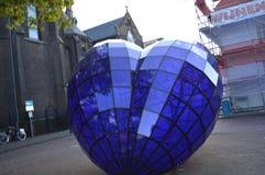 玻璃心脏雕塑 免版税库存图片