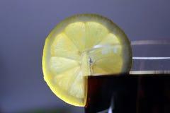 玻璃有很多可乐 免版税库存照片