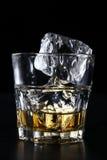 玻璃杯用威士忌酒 免版税库存照片