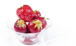 玻璃板草莓 免版税库存照片