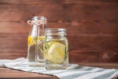 玻璃柠檬水 库存照片