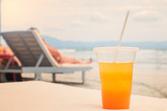 玻璃汁液桔子 免版税图库摄影