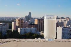玻璃牛奶 免版税图库摄影