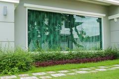 玻璃现代墙壁 免版税图库摄影
