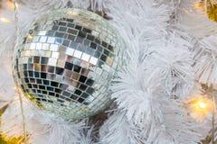 玻璃球圣诞节和新年节日的诗歌选装饰 免版税库存图片