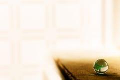 玻璃球在阳光下 免版税库存照片