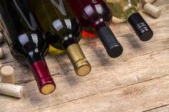 玻璃瓶与黄柏的酒 免版税库存照片