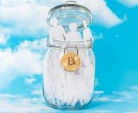 玻璃瓶子和Bitcoin的人们 库存图片