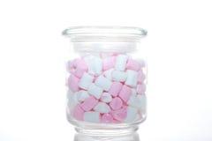 玻璃瓶子桃红色和白色蛋白软糖 图库摄影