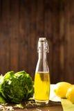 玻璃瓶油橄榄 免版税库存图片