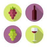 玻璃瓶设置了七六白葡萄酒 在平的样式的葡萄酒酿造产品 图库摄影