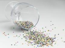 玻璃用小珠填装了,特写镜头多彩多姿的球  免版税库存图片