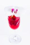 玻璃用红葡萄酒和兰花 免版税库存图片