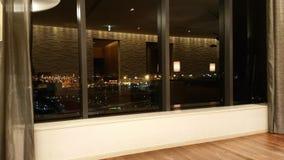 玻璃窗和夜视图 免版税库存照片