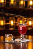 玻璃被仔细考虑的酒 免版税库存照片
